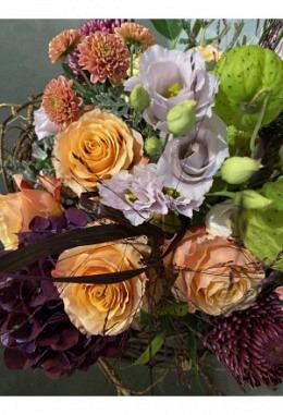 Kreativer Blumenstrauss, je nach Blumenverfügbarkeit ab CHF 45.00