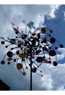 Windspiel Metall mit Pünktli gelb, grün, rot, blau, DM 60, am Stab