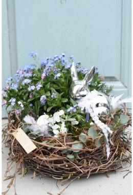 Nest mit Hase in den blau-weiss Tönen