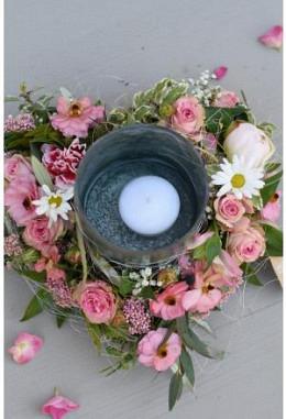 Kerzenglas im Blumenherz