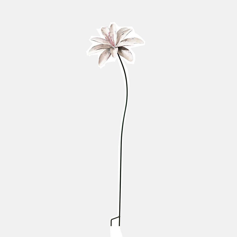 Grosse Blüte aus Metall